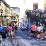 Turistas descendo a desconhecida Rua do Taboão, que felicidade!