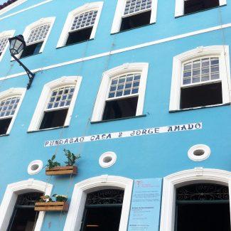 A Fundação Casa de Jorge Amado (por todos nós) foi inaugurada em 1987, por pressão de algumas instituições no Brasil e no exterior, para que o autor doasse seu acervo literário, a fim de que este pudesse ser melhor preservado e estudado.  Mas foi graças aos esforços da escritora Zélia Gattai, que este acervo baiano ficou na Bahia. O próprio Jorge Amando disse que se não fosse Zélia, este valioso acervo estaria a essa hora em universidade norte-americana.  Salve a vasta e deliciosa obra de Jorge!