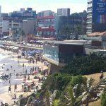 Pensar Salvador… Construções na areia da praia