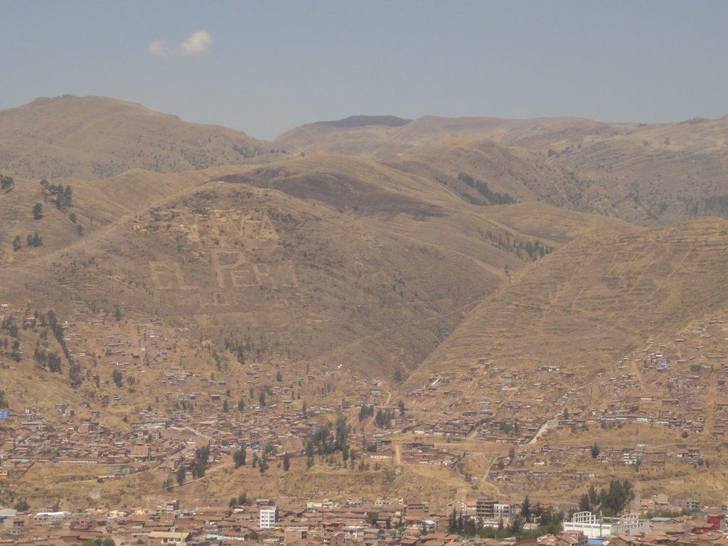 Vista linda de Cusco do alto. Visite Sacsayhuaman que você dará nesse mirante