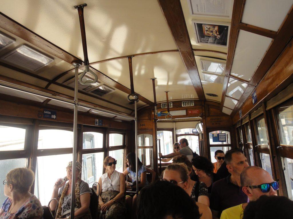 Centro antigo de Lisboa - Interior do Elétrico 28