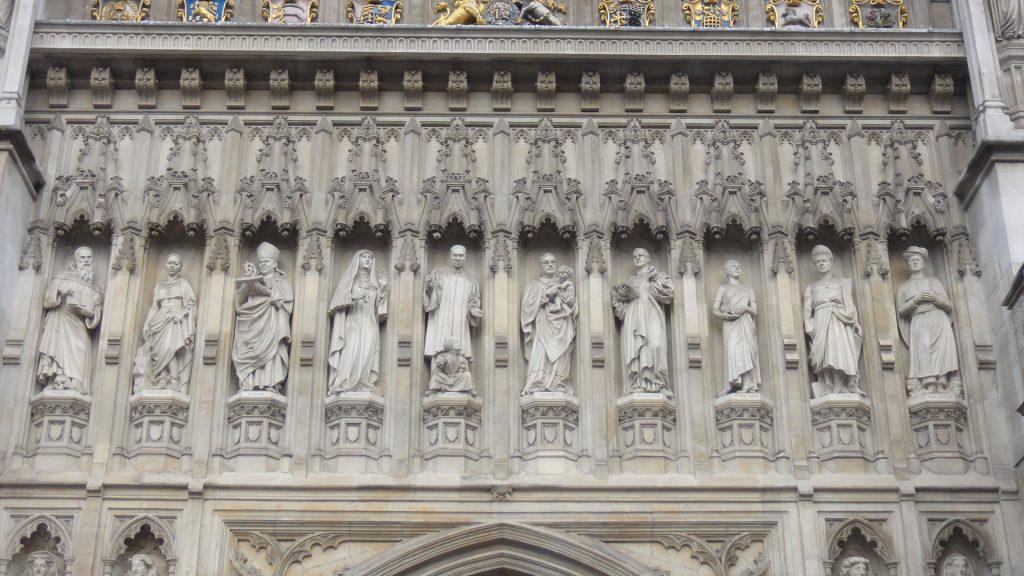 Detalhes da fachada frontal da Igreja de Westminster