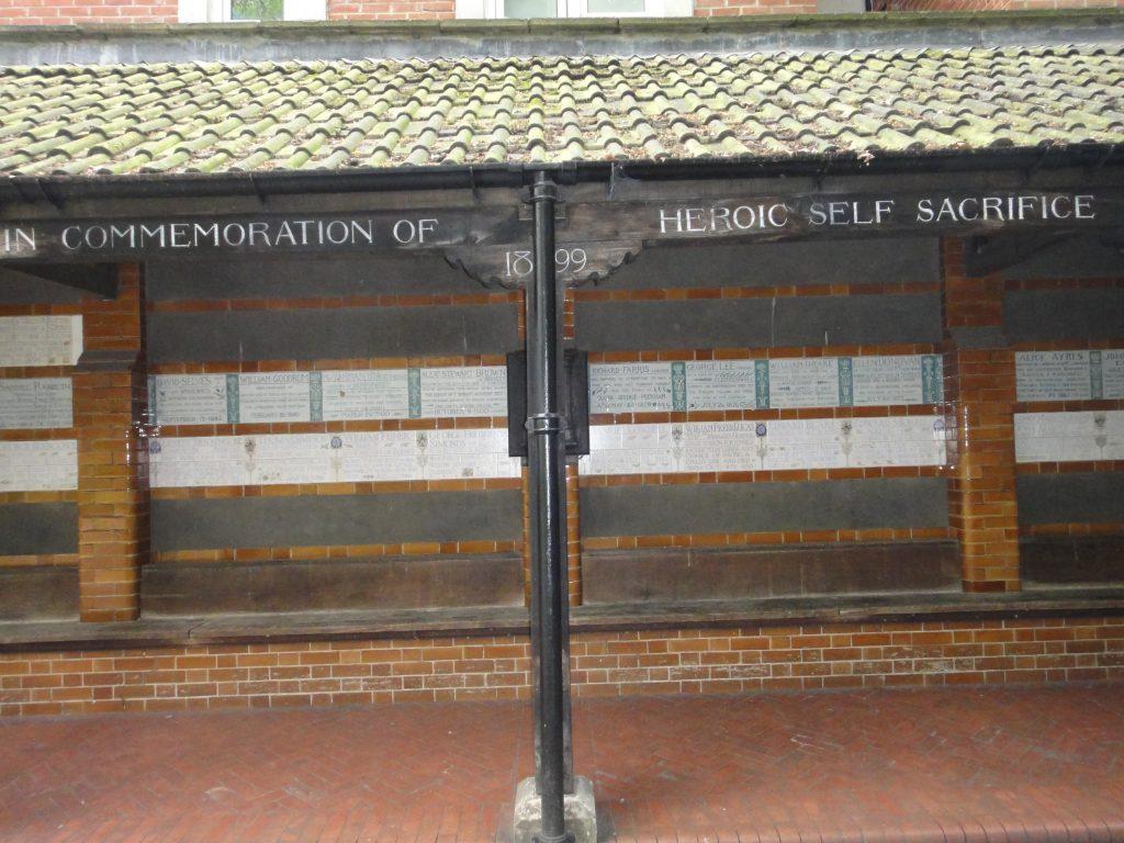 Postman's Park. O que fazer em Londres