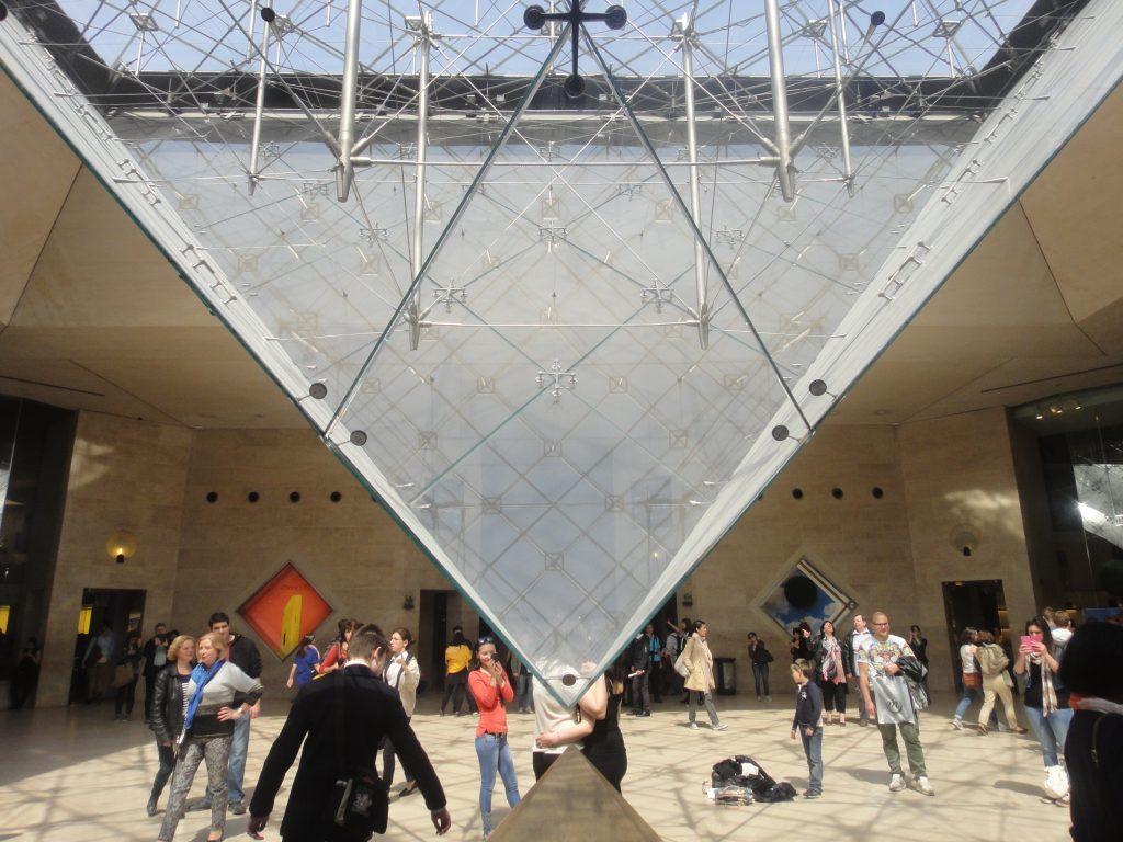 Museu do Louvre - Pirâmide invertida