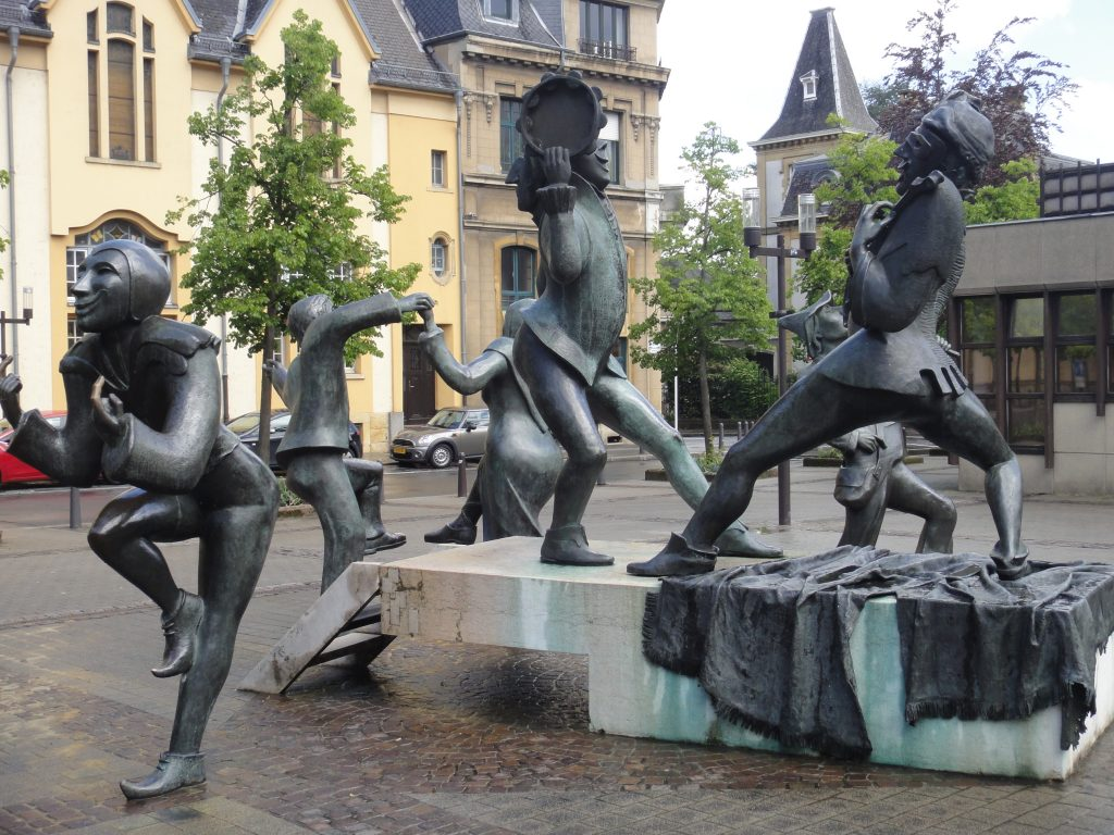Luxembourg Dancing Statues