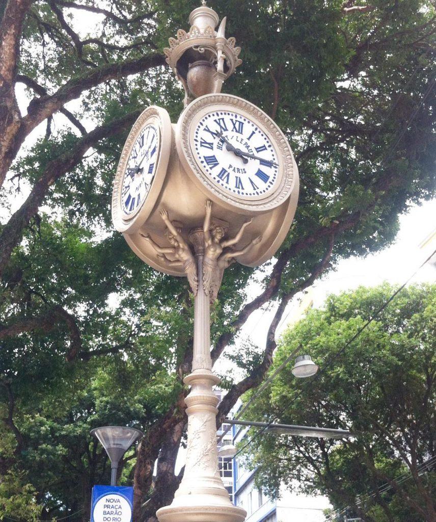 Salvador e o Mundo... Relógio de São Pedro