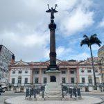 O prédio da Associação Comercial da Bahia e a Praça Riachuelo